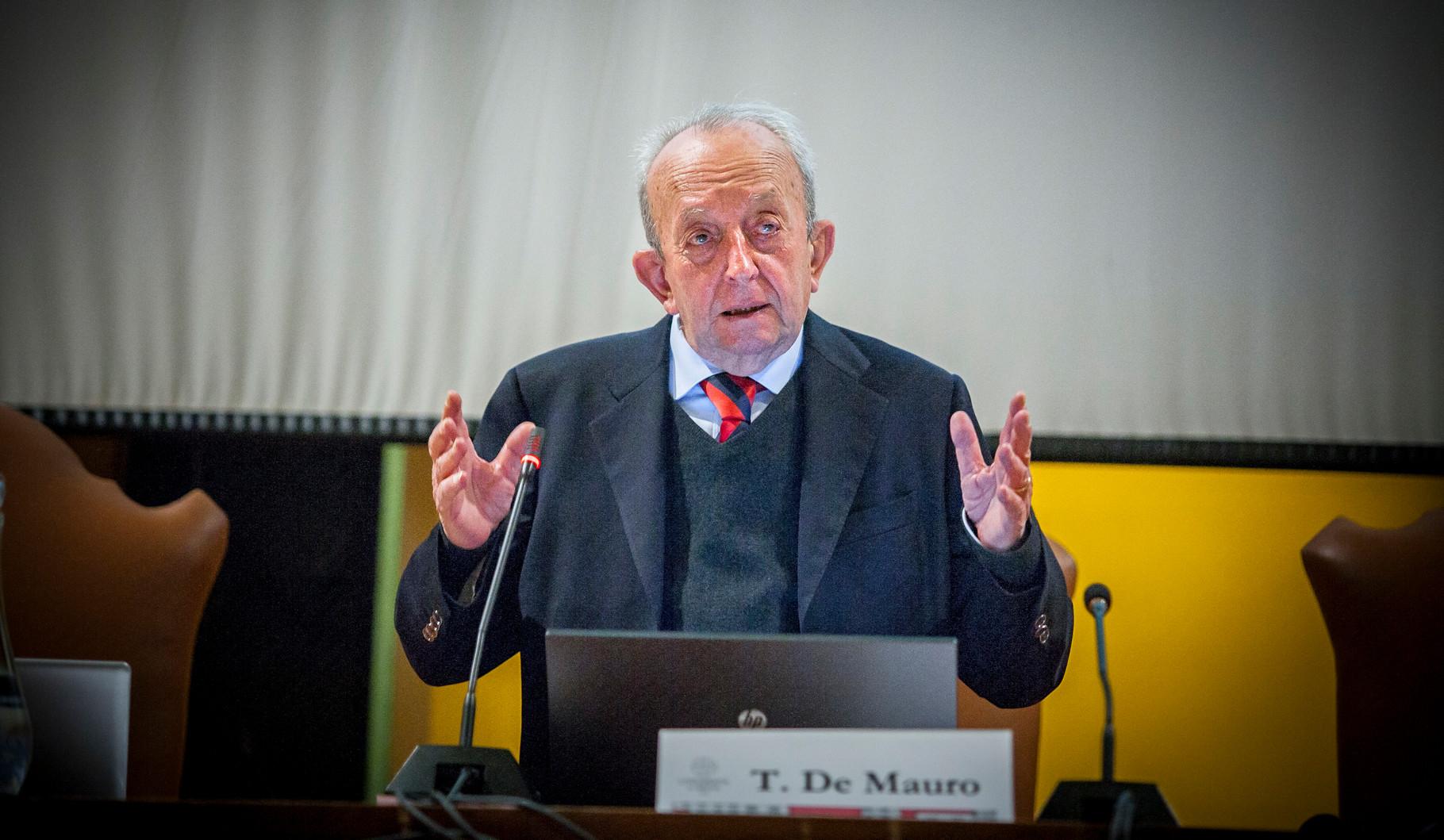 TULLIO DE MAURO. Linguista italiano e Ex ministro della Pubblica Istruzione.