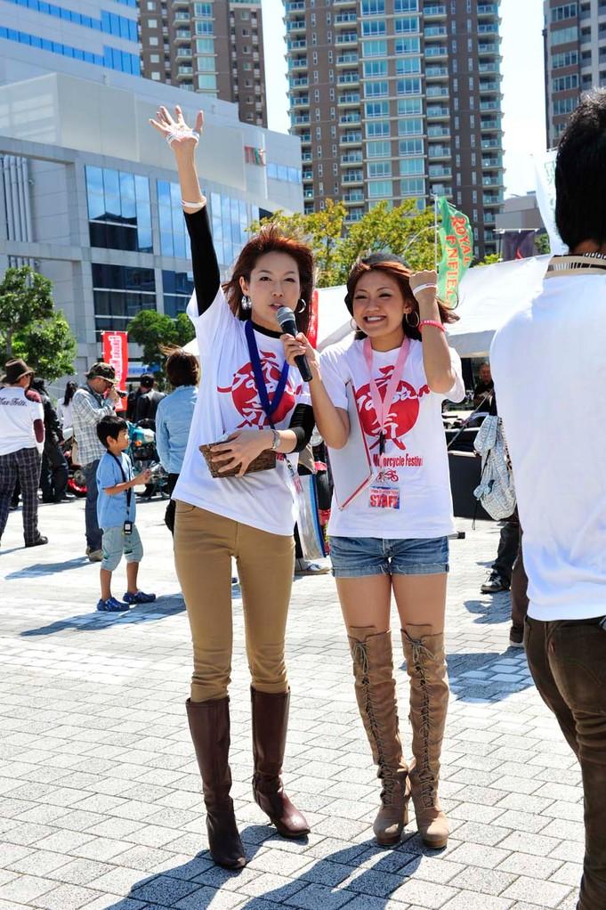 左が榎田さくらさん(^^♪ 右がMCの三原亜沙美さん(*^_^*)