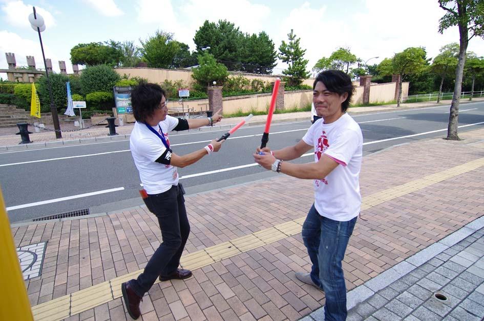 軽快な棒さばきで、来場者の安全を守るデルスラーラのみなさん(^^♪