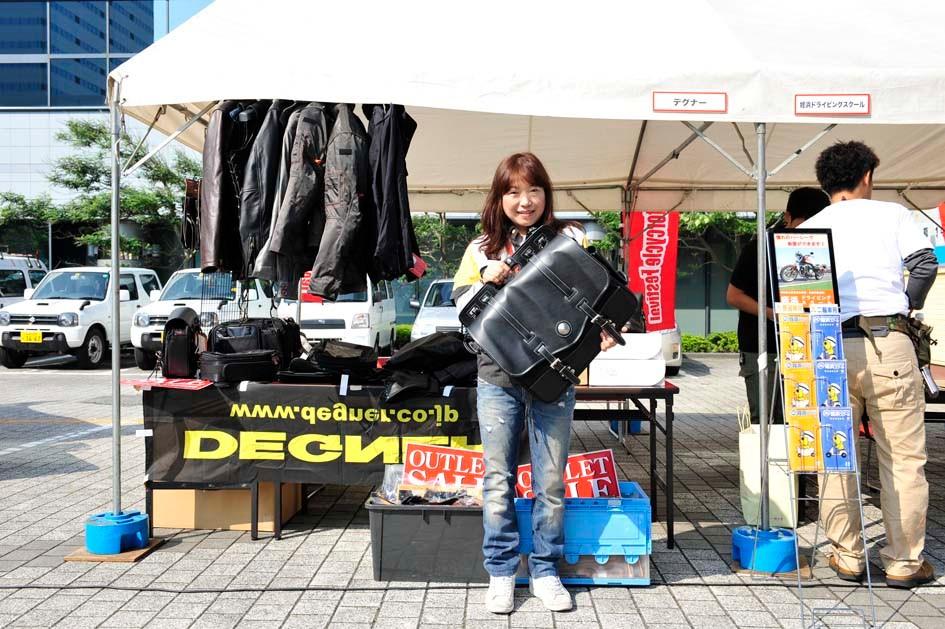 京都の本社から来ていただいたデグナーさん、ツナギの採寸も行ってますよ~!