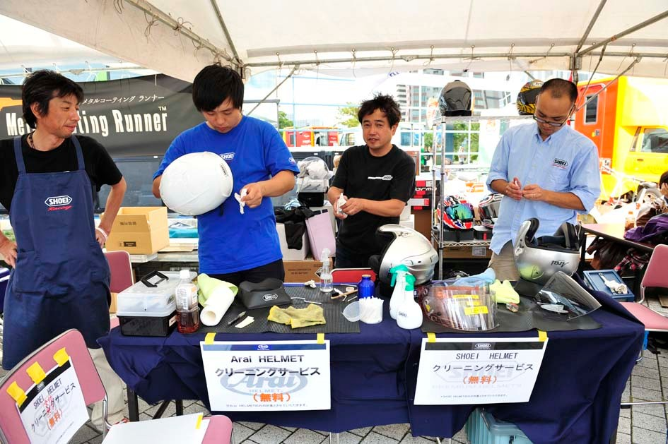 岡田商事さんおブースでは、ヘルメットのクリーニングサービスです!