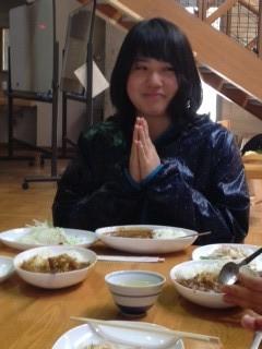 お昼はゆりりんの大好きなカレー!