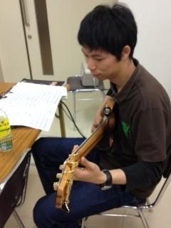 はじはじもウッペから5弦に持ち替え練習!