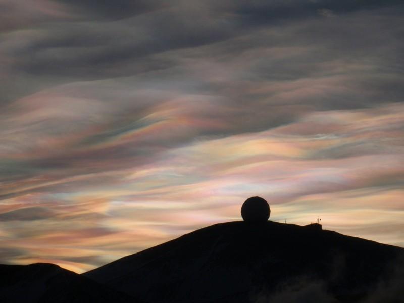 Nuvens nacaradas vistas na Estação McMurdo, na Antártida, em 23/08/2009. Foto de Alan Light.