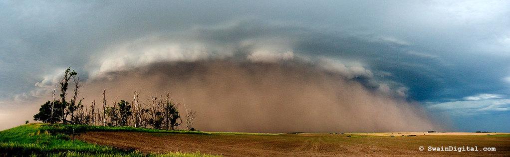 Tempestade de areia associada à Cumulonimbus.
