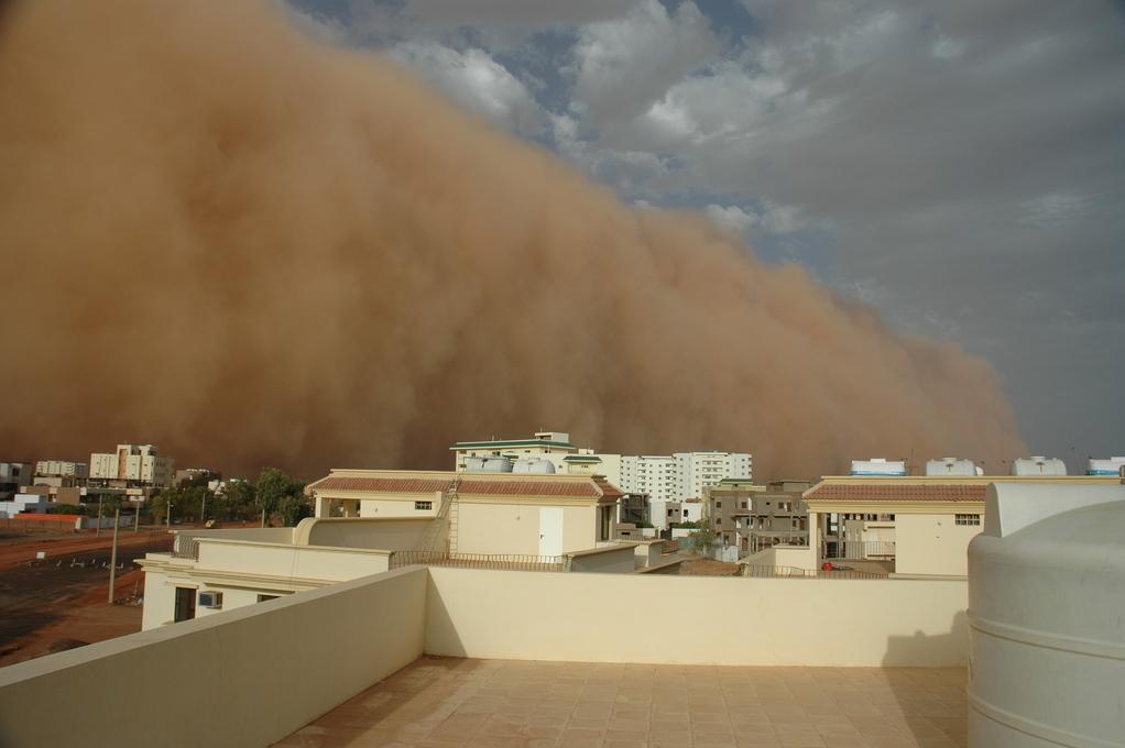 Tempestade de areia no Sudão, em 09/05/2006.