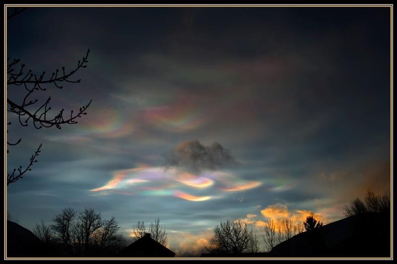 Nuvens nacaradas vistas em Oppdal, Noruega, em 17/12/2008. Foto de Sigmund Rise).