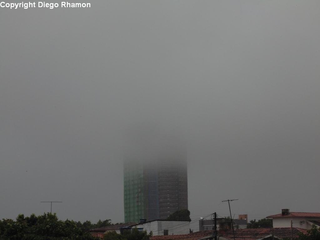Stratus opacus vistas em João Pessoa, Paraíba, em 14/03/2014.