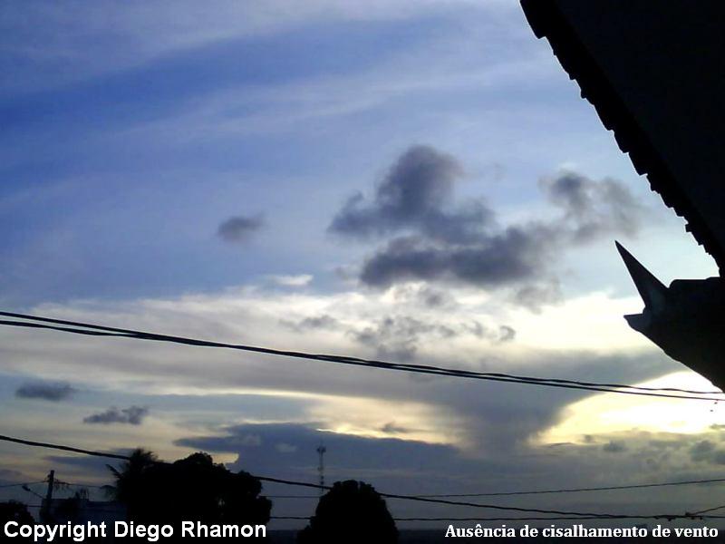 A mesma nuvem Cumulonimbus com ausência de cisalhamento de vento, duas horas depois, vista em João Pessoa, Paraíba, em 14/03/2009.