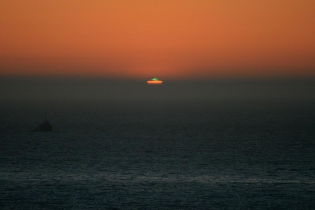 Brilho verde visto em São Francisco, Califórnia, EUA, em março de 2007. Foto de Mila Zinkova.