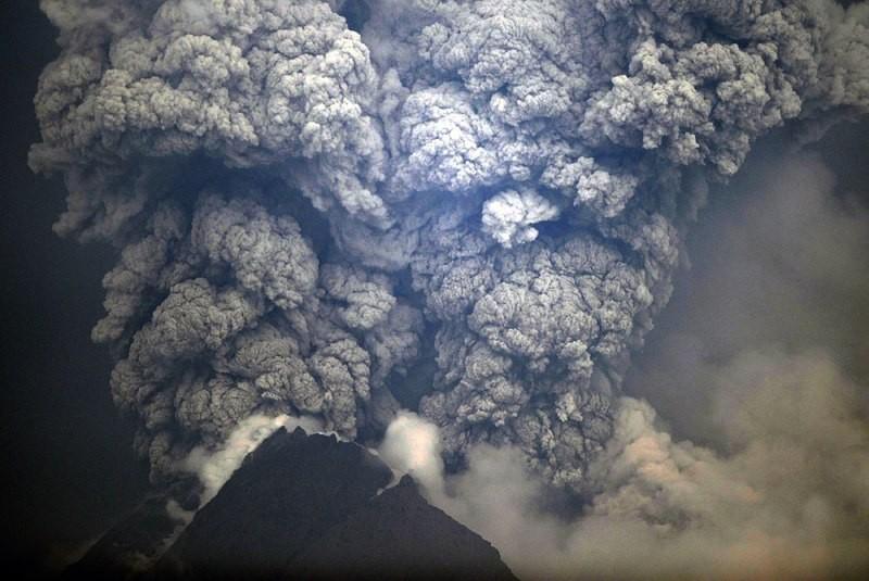 Erupção do vulcão Merapi, na Indonésia, em 01/11/2010.
