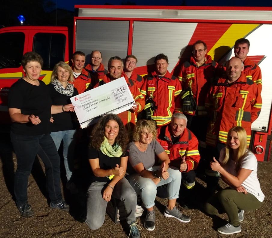 Die Feuerwehr spendet uns 112 Euro für die Jugendarbeit. Vielen Dank