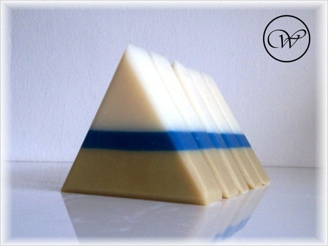 "Seife ""Silky Nevia"" - handmade soap by Fräulein Winter"
