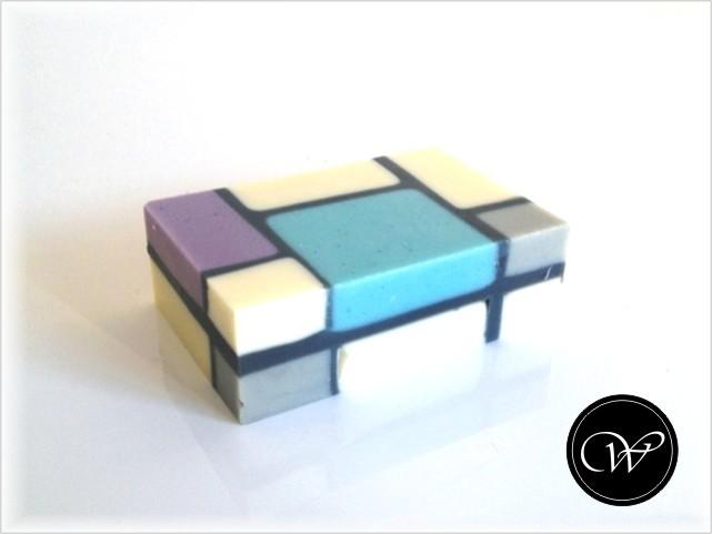 """Seife """"Mondrian"""" - Leider leichte Mängel an den Außenkanten."""