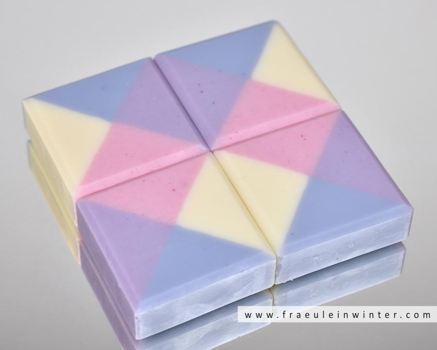 Pflegende Seife in kariertem Design | Design Soap by Fräulein Winter