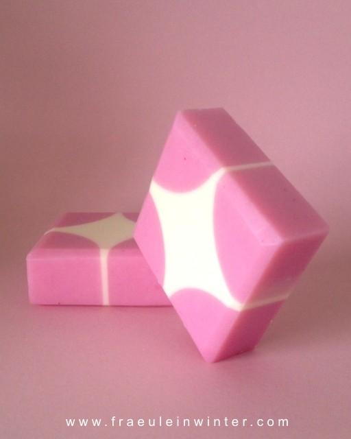 Handgemachte Seife mit geometrischem Muster