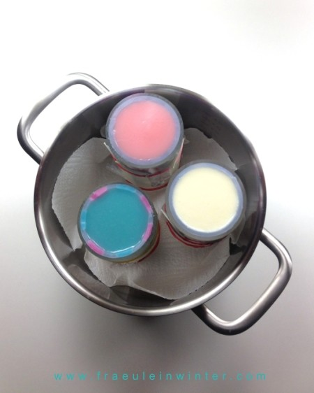 Mit frischem Seifenleim auffüllen und die Seife gelen lassen.