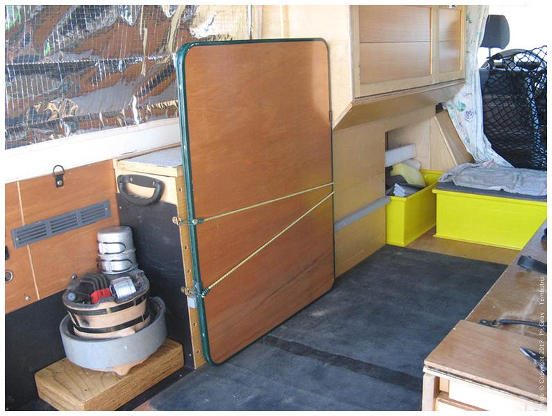 Bloc meuble et table camping