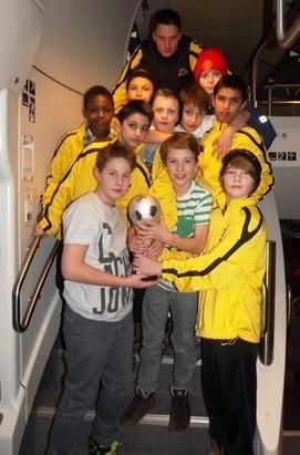 Präsentation des Pokals (2.Platz in der Europa-League)