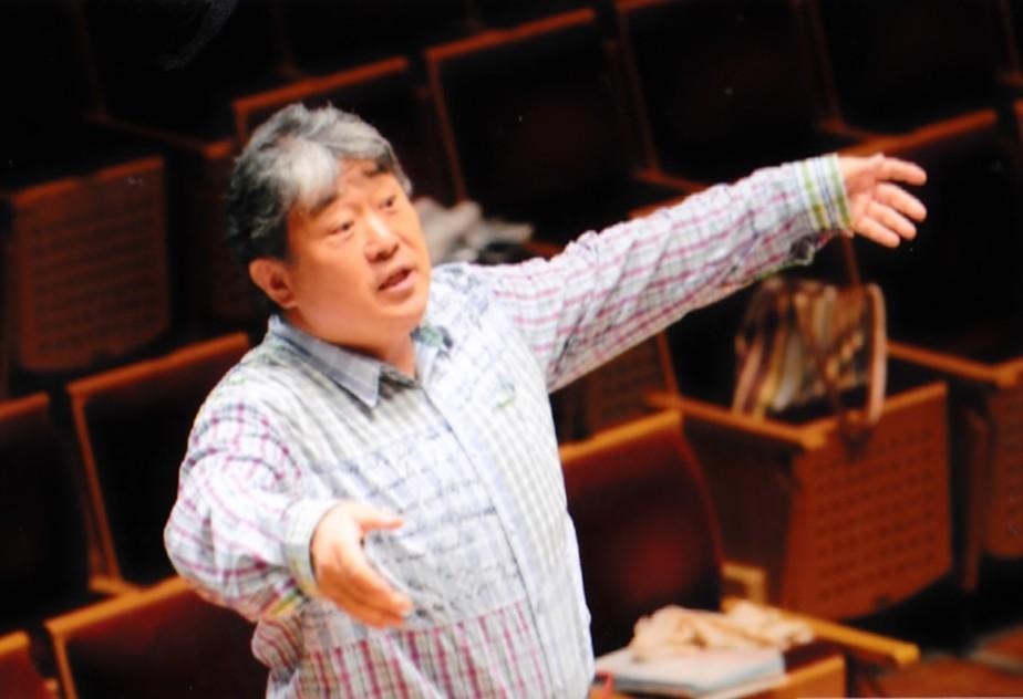 リハーサル中の辻秀幸先生