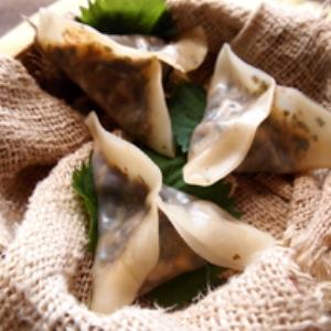 海藻ミックスのピリ辛蒸し餃子