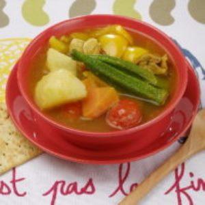 おくらとにんじんの味噌スープカレー