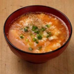 豆腐とキムチの味噌汁