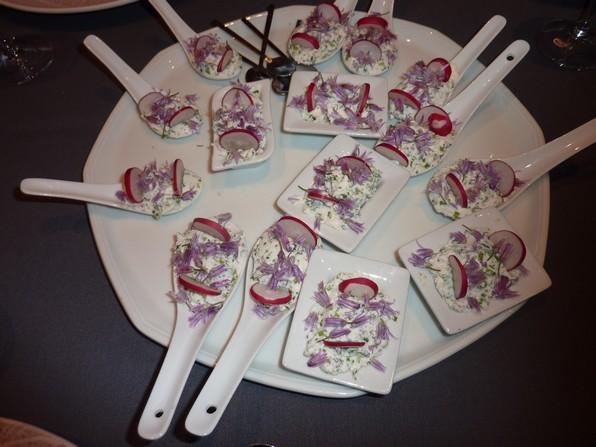 Bouchées de greuilh salées agrémentées de tranches de radis , ventrèche grillée et fleurs de ciboulette.