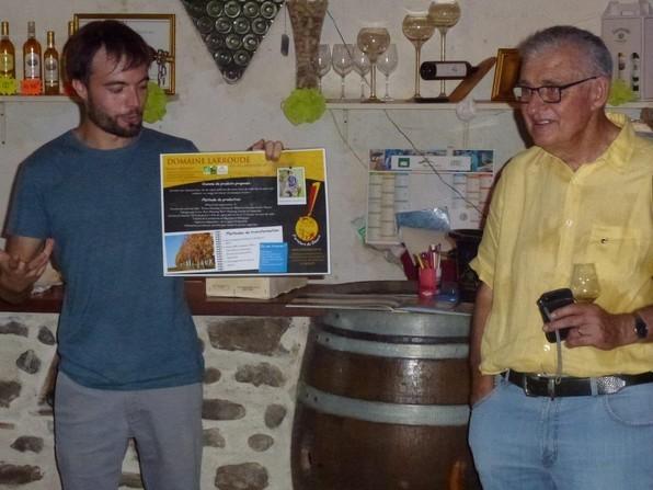 Dans la fraîcheur du chais présentation et dégustation des vins de Jurançon du Domaine Larroudé