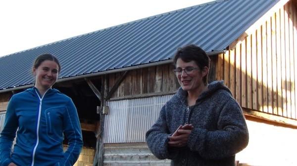Nathalie Barthet et Chloé nous présentent la ferme du Hourquet à Rébénacq.
