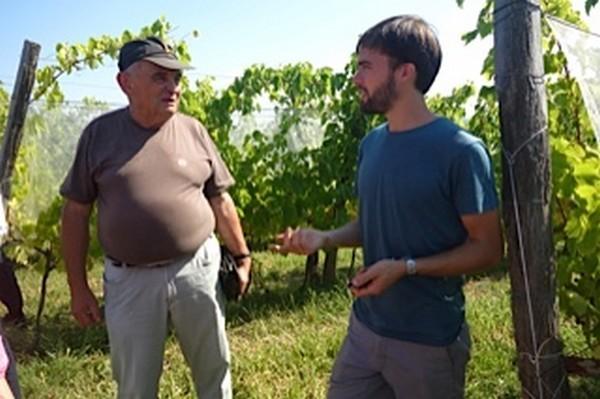 Jérémy avec Jean Casaubieilh ancien vigneron et historien de Lucq de Béarn.