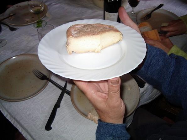 Le 1er fromage de béarnaise que nous avons dégusté chez Monique Lahitette. Autrefois tout le fromage de vache  ou mixte provenait du lait très riche de cette race.