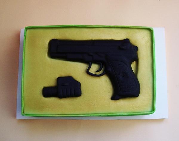 """Торт """"Пистолет в подарочной коробке"""", 2,9 кг"""