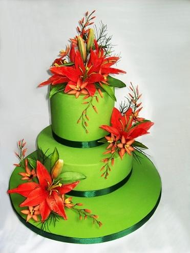 Свадебный торт с ярко-красными лилиями, 5 кг