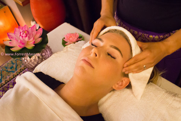 Hooefd-nek en schouder Massage
