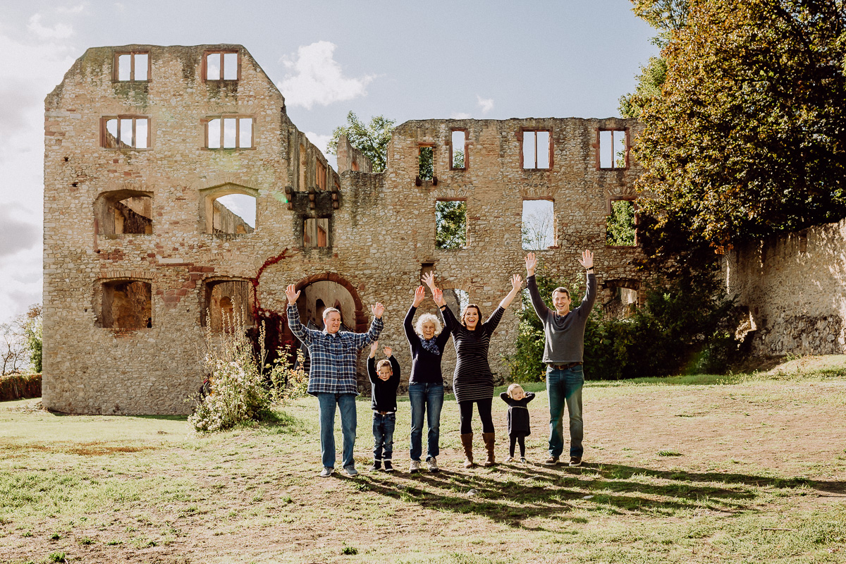 Familienfotos an Oppenheims Landskron - Ruine