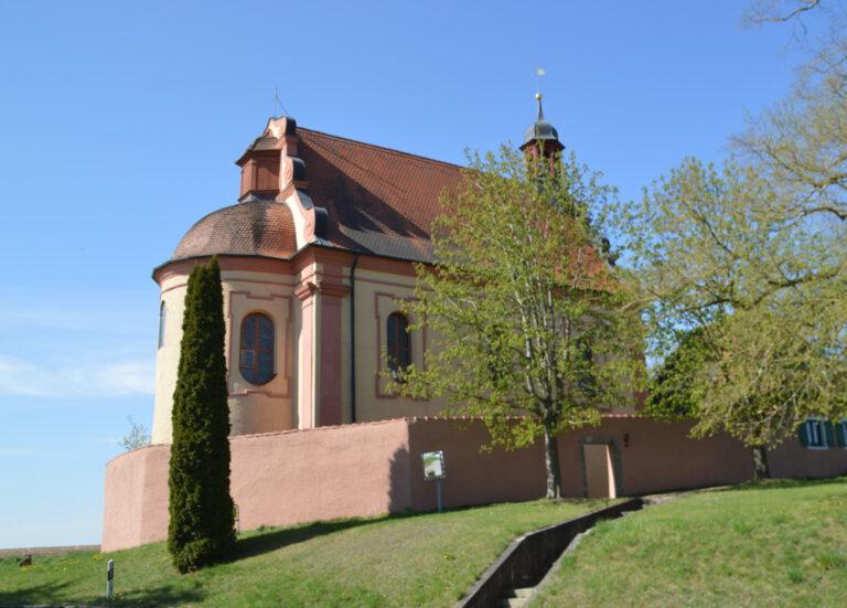Emmaus-Pilgern an Ostern zur St. Ulrichskapelle