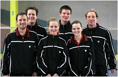 Abschluss-Foto der erfolgreichen ersten Mannschaft nach dem Spiel gegen Dossenheim hinten v.l.n.r.: Andreas, Michael und Thomas vorne v.l.n.r.: Daniel, Heike und Natalie