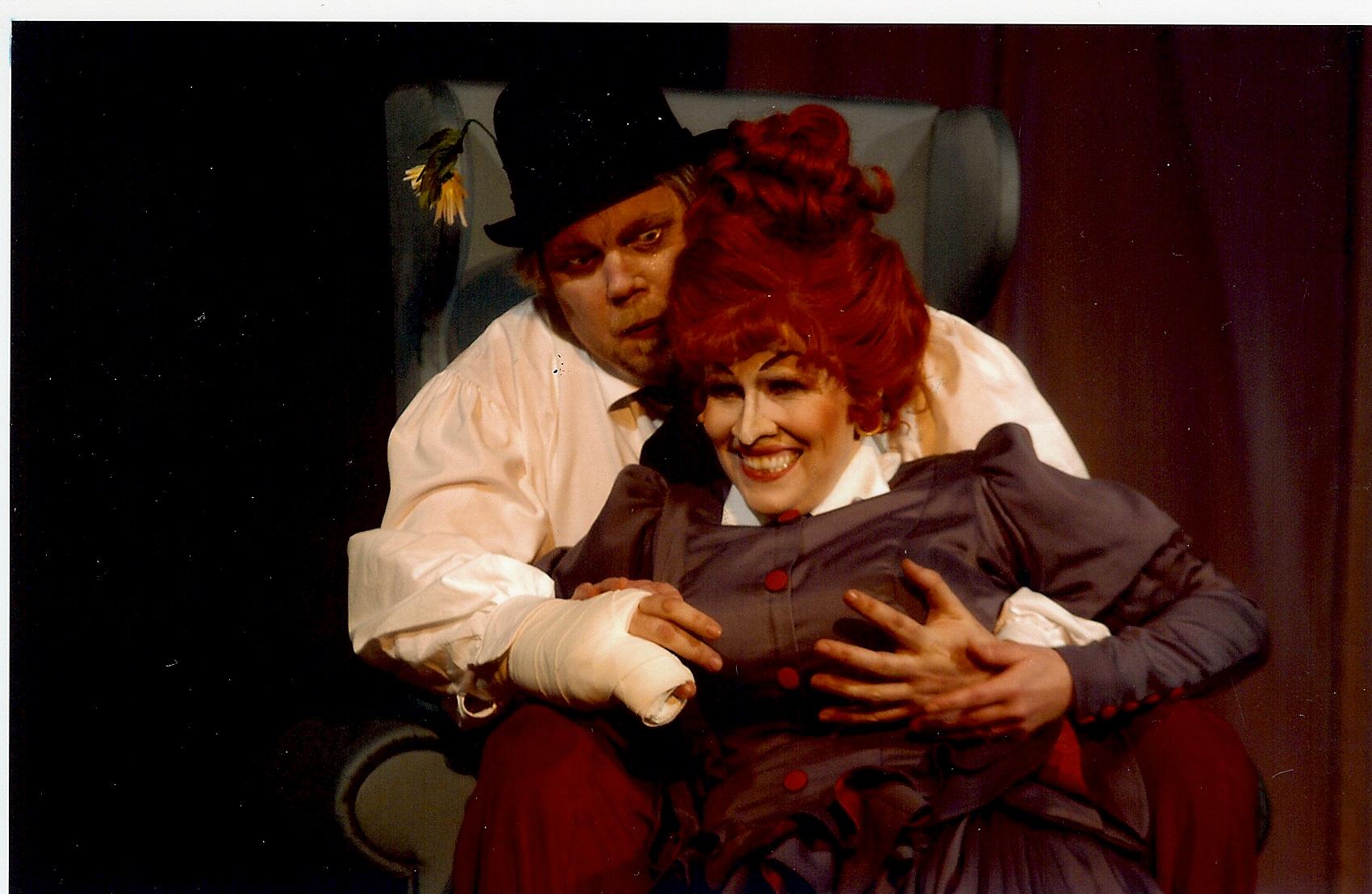 "Mrs Lovett in ""Sweeney Todd"", mit Ron Ulen, Landestheater Neustrelitz (Herbert Krüger)"
