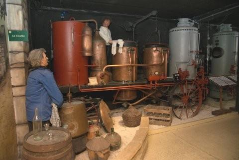 Musée de l'Alambic Le musée de l'alambic retrace la vie des bouilleurs de cru à l'époque des privilèges.