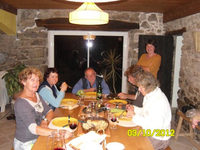 repas du soir avec nos produit maison ,caillette ,gratin dauphinois,vin,apéritif,tisane,safé