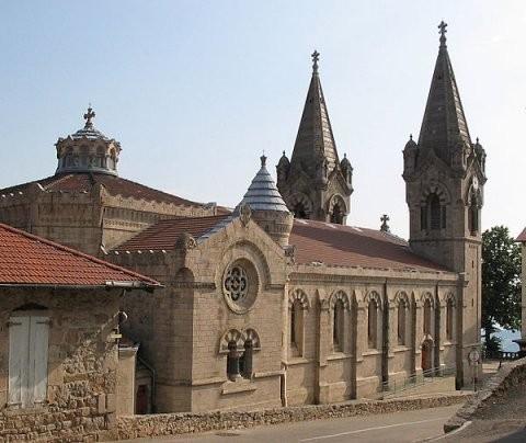 Basilique Saint Régis Ouvert toute l'année, tous les jours de 8h à 18h.  De style néo-byzantin, elle fut construite de 1865 à 1900.