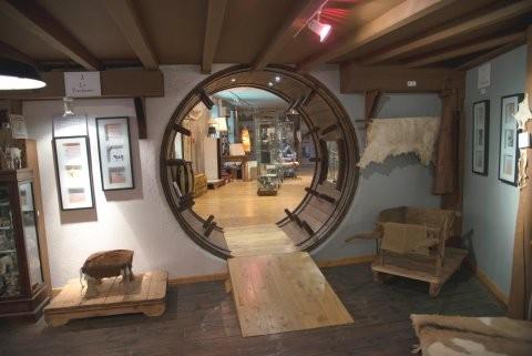 Espace du Parchemin et du Cuir Le musée relate le passé d'Annonay, ville de cuir, les divers métiers de la tannerie et ses activités associées, ainsi que les nombreuses utilisations passées, présentes et futures du Parchemin.