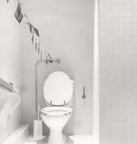 Suzanne Pastor: Rudy Kicken's bathroom, Cologne, 1981