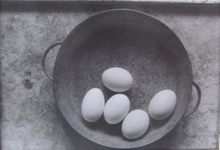 Jan Svoboda, Eggs, 14 x 21 cm, Silvergelatine Print, signed, Vintage 1968