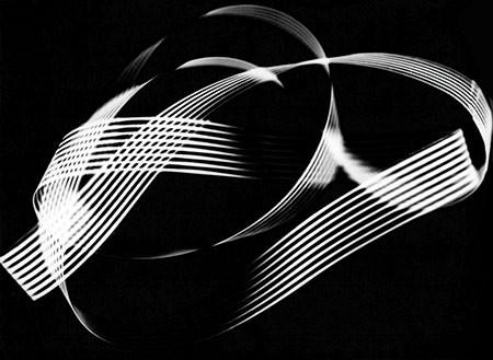 HERBERT W. FRANKE. Bandform, 1953. Gemeinsam mit Andreas Hübner. Silbergelatine-Barytpapierabzug. 16,9 x 23,1 cm