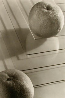 Jaromir Funke: Two oranges, ca. 1935 / 1995 Part of portfolio