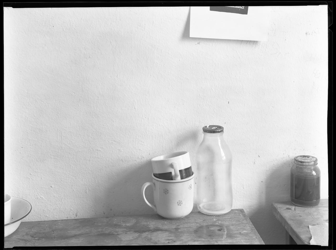 Tassen und Flasche, 1985