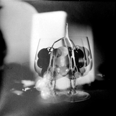 Jaroslav Rossler: Untitled (two glasses with grapes), 20 x 20 cm,  2011, Ed. 3/5