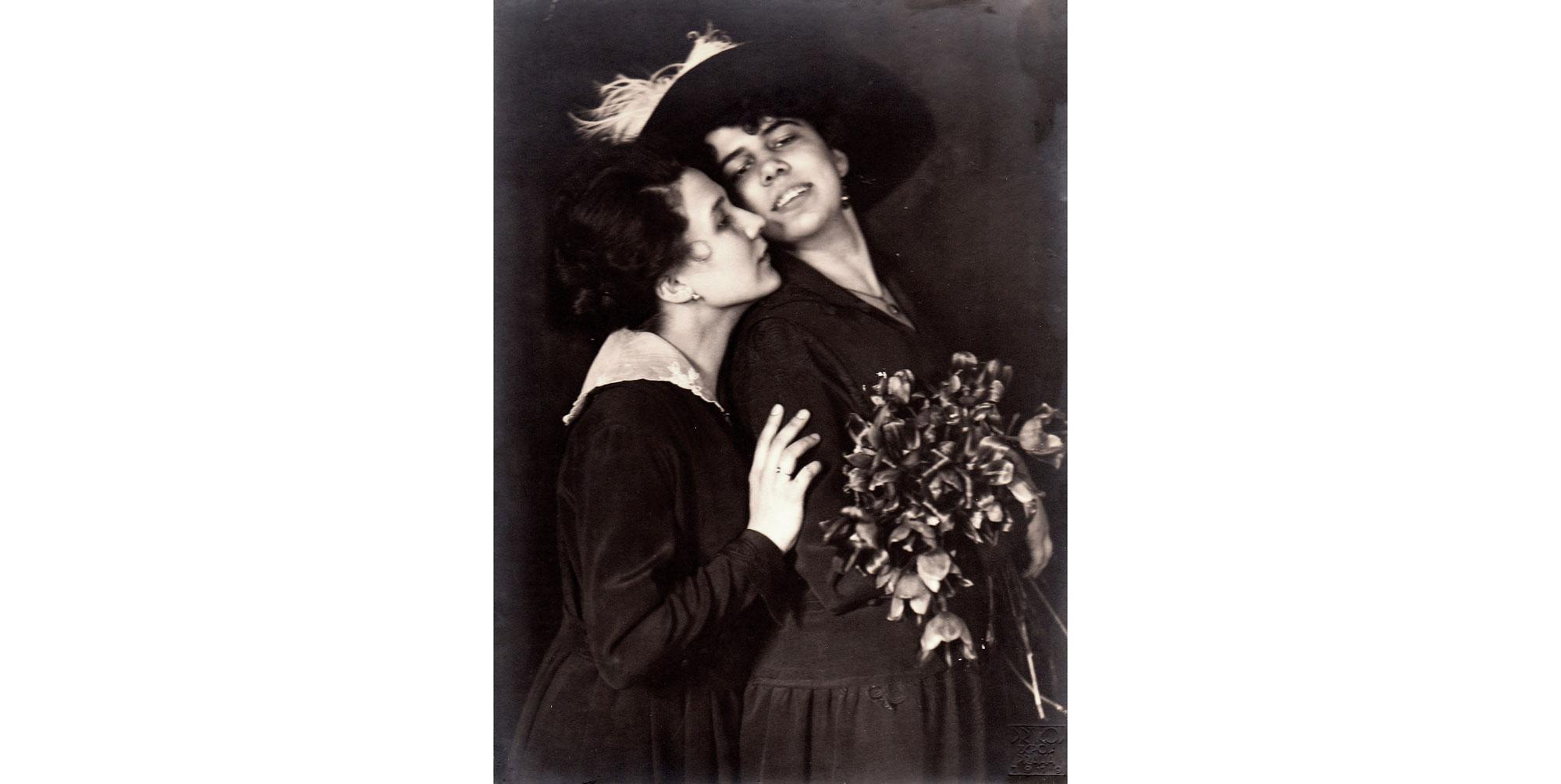 Frantisek Drtikol: 2 dámy s kytici ruzi, 19 x 26 cm, 1919 - Vintage